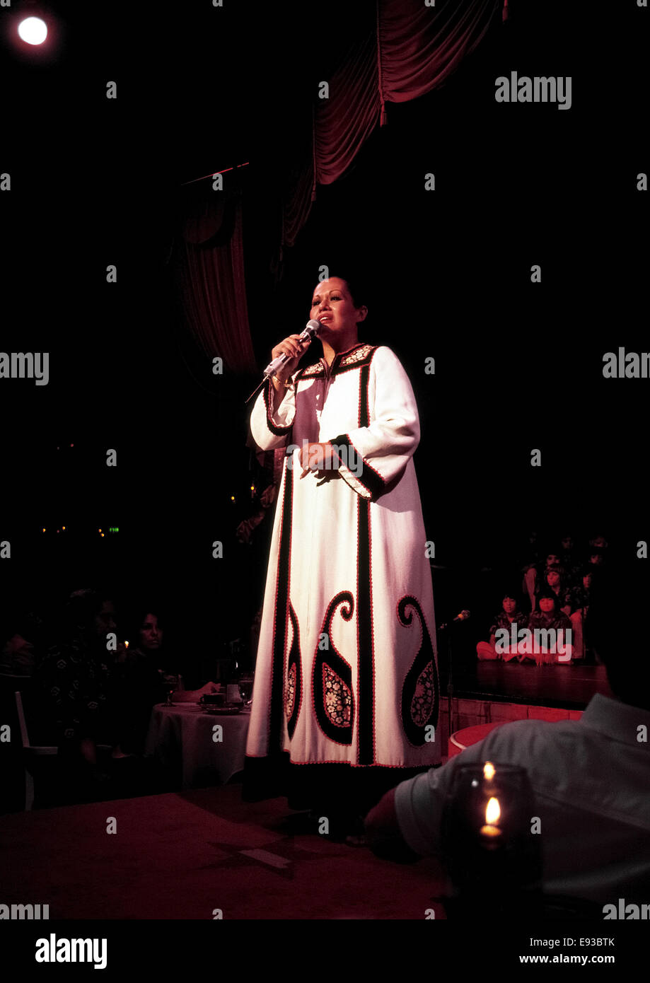 Famed Hawaiian singer Marlene Sai performs her classic island-style songs at a hotel dinner show celebrating Christmas - Stock Image