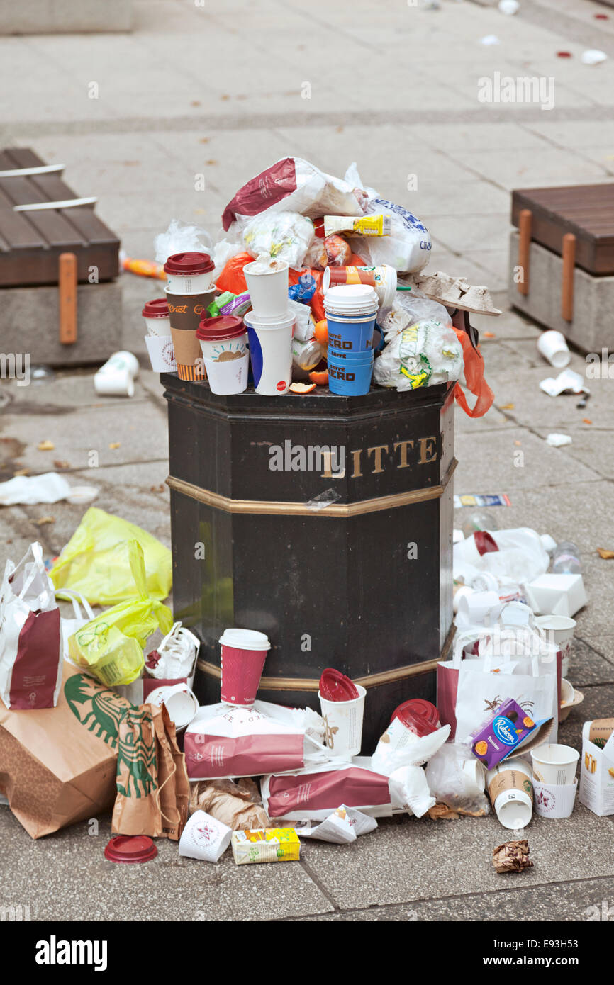 Over flowing litter bin in the City of London - Stock Image