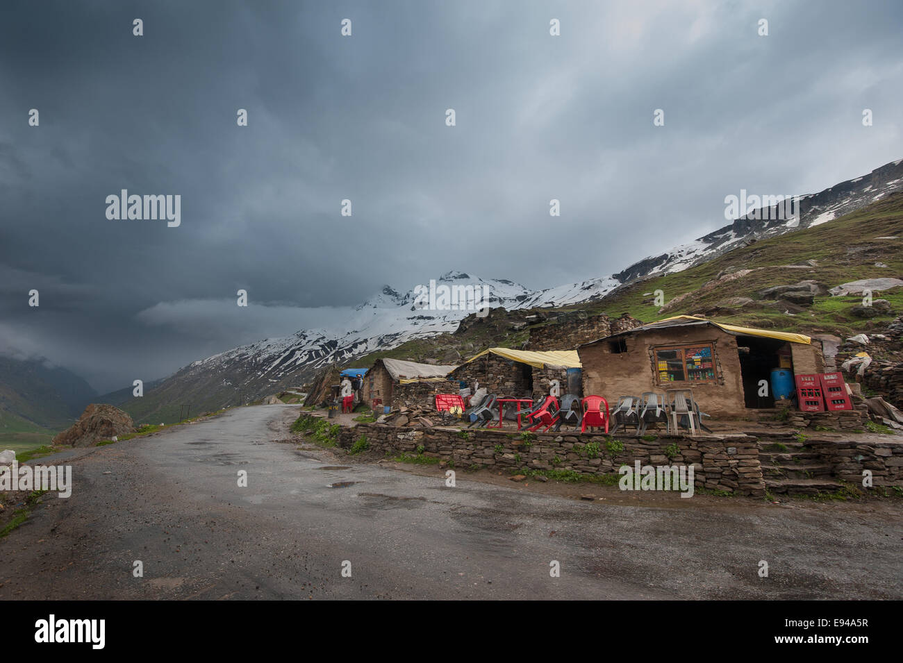 Dhaba a road side eatery place on the way to Keylong Himachal Pradesh, India - Stock Image