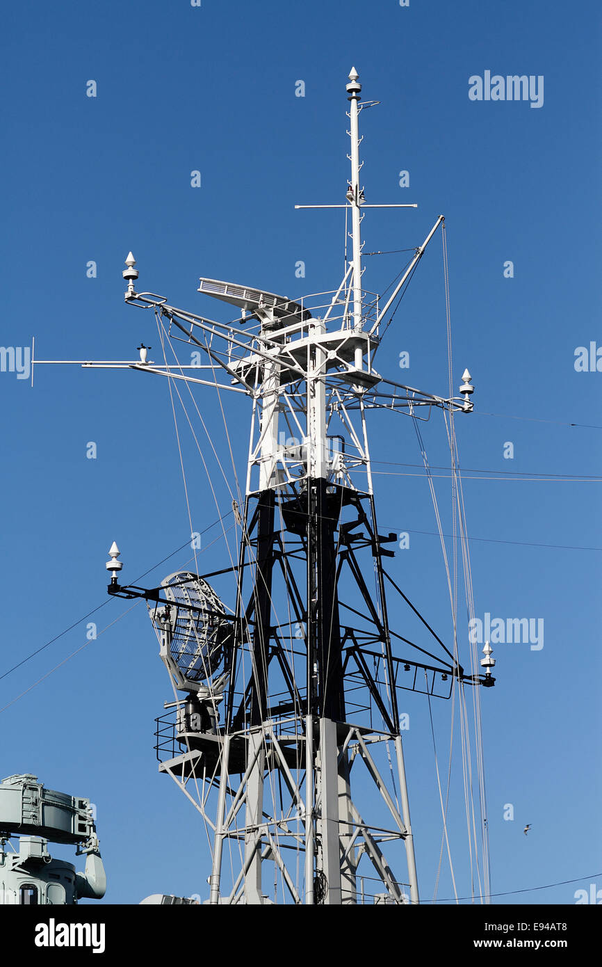 Radio and radar ariel mast/mount HMS Belfast now a floating museum on the Thames, formerly one of the Royal Navies - Stock Image