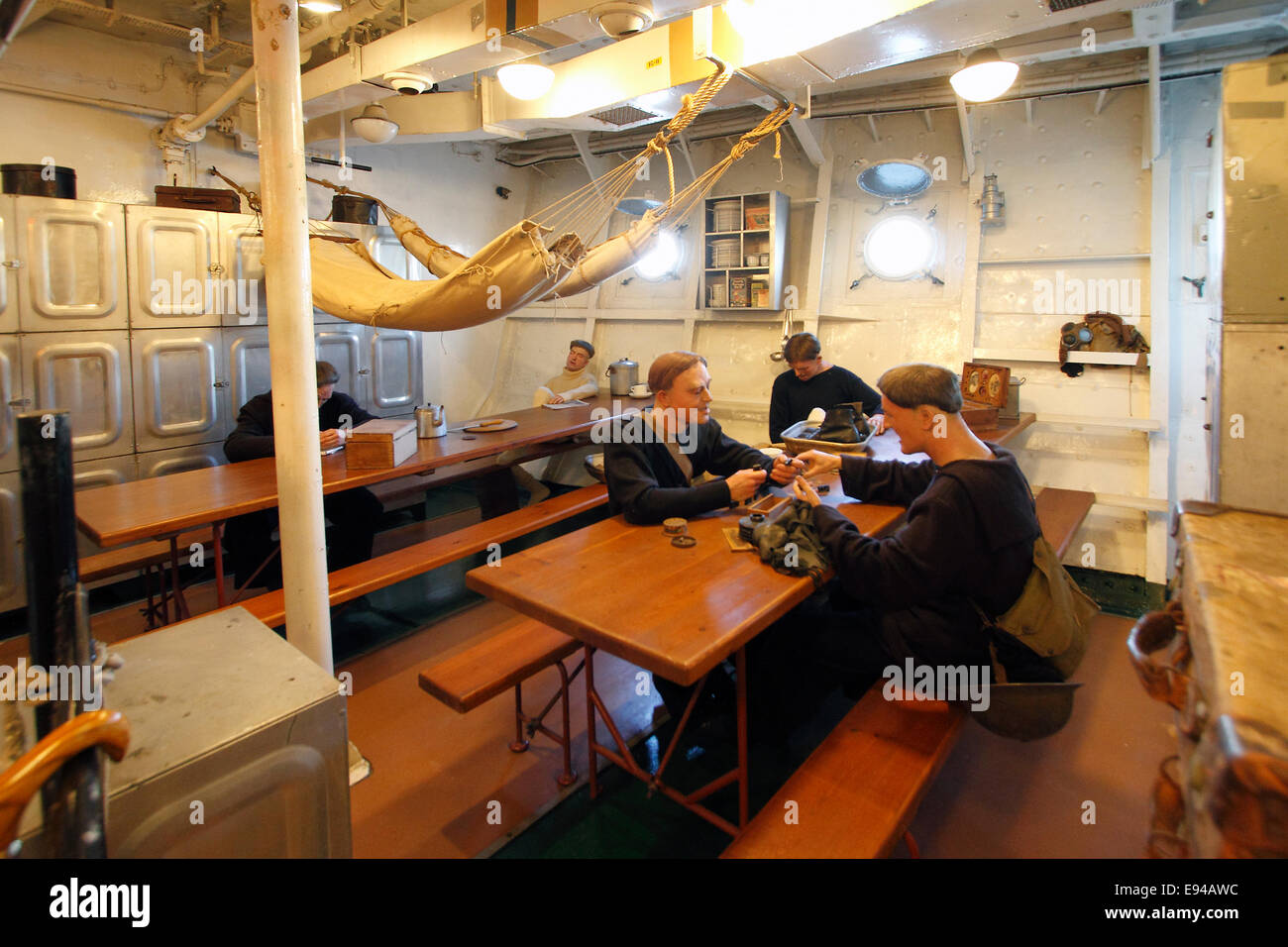 Arctic Mess decks. Ratings slept and ate in communal areas - messes. They slept in hammocks 21 inches apart (53cm). - Stock Image