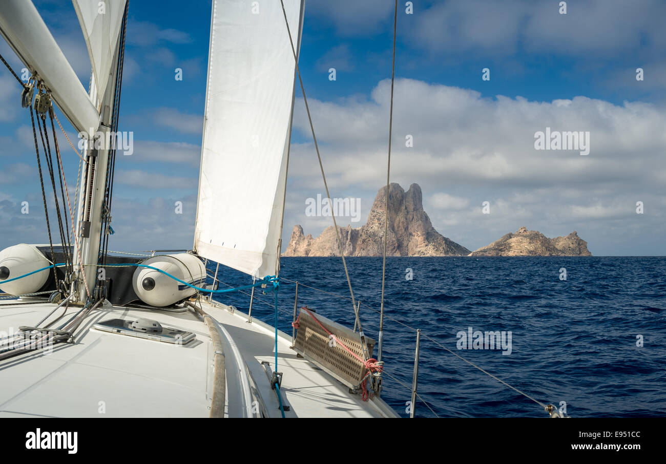 Sailing to rock island - Stock Image