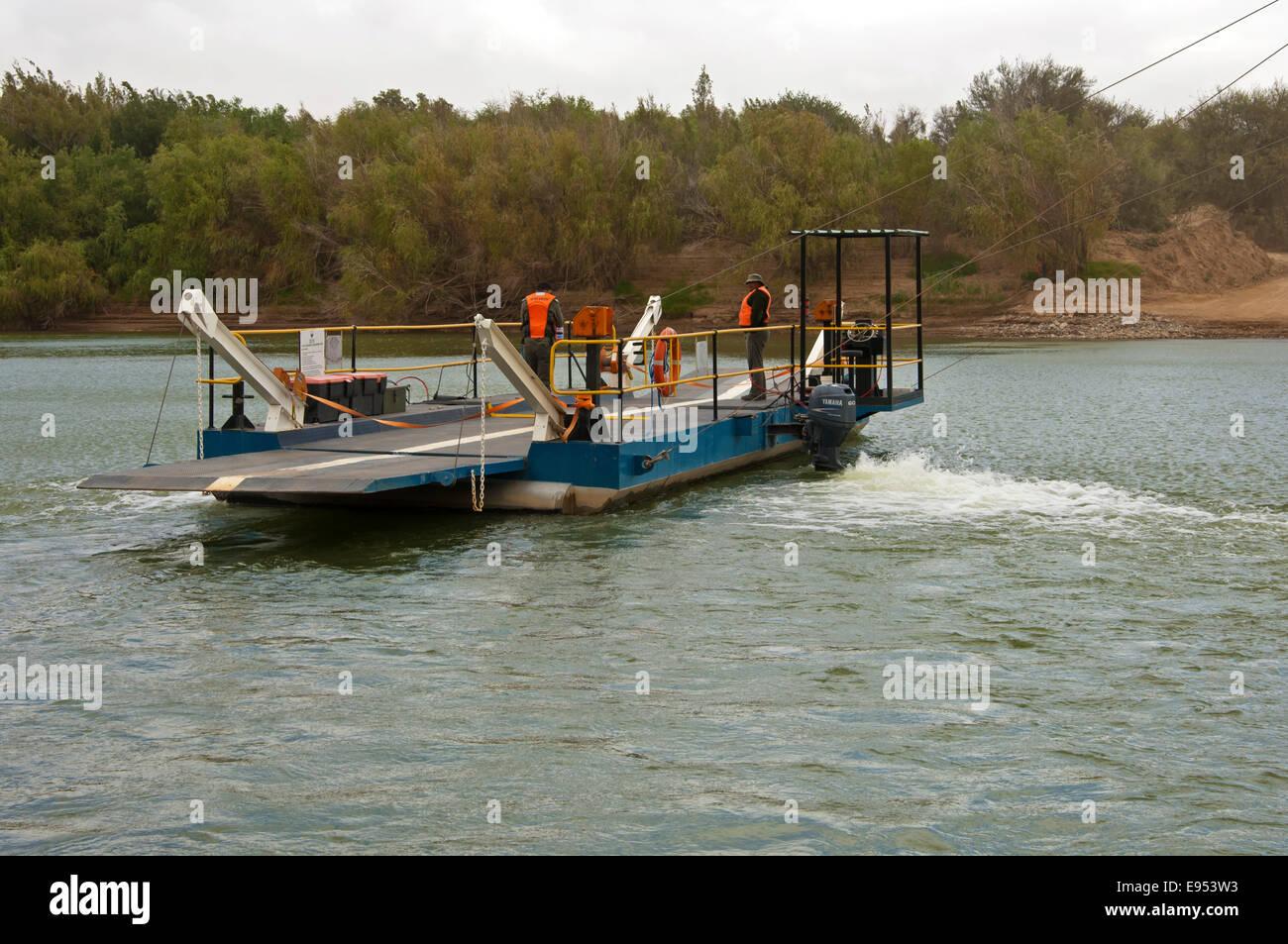 Octha ferry pontoon across the Orange River, crossing from South Africa to Namibia, Sendelingsdrif, Richtersveld, - Stock Image