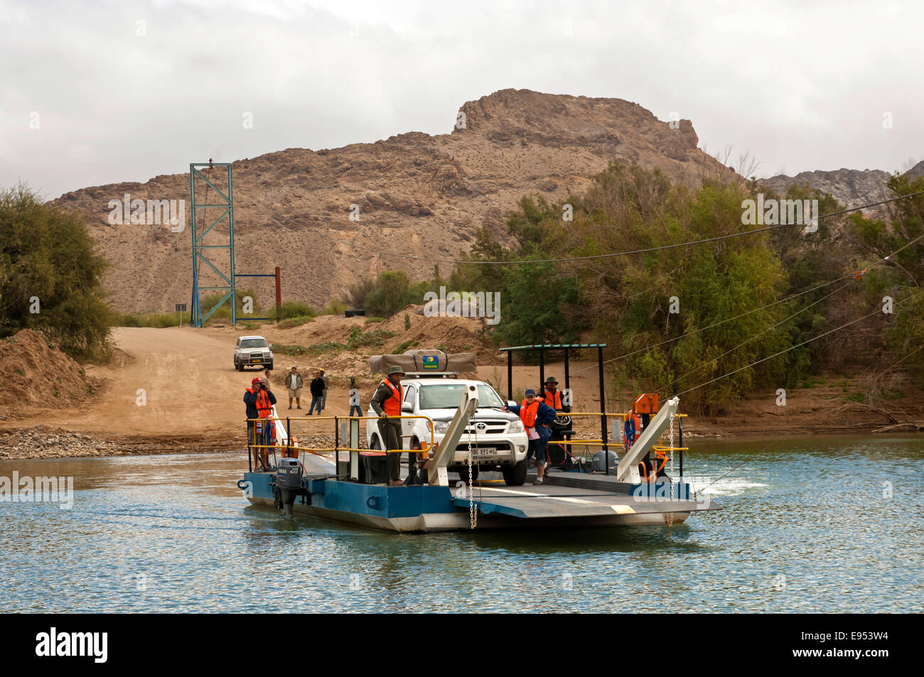 Car on the Octha ferry pontoon across the Orange River between South Africa and Namibia, on the way to the Sendelingsdrif - Stock Image