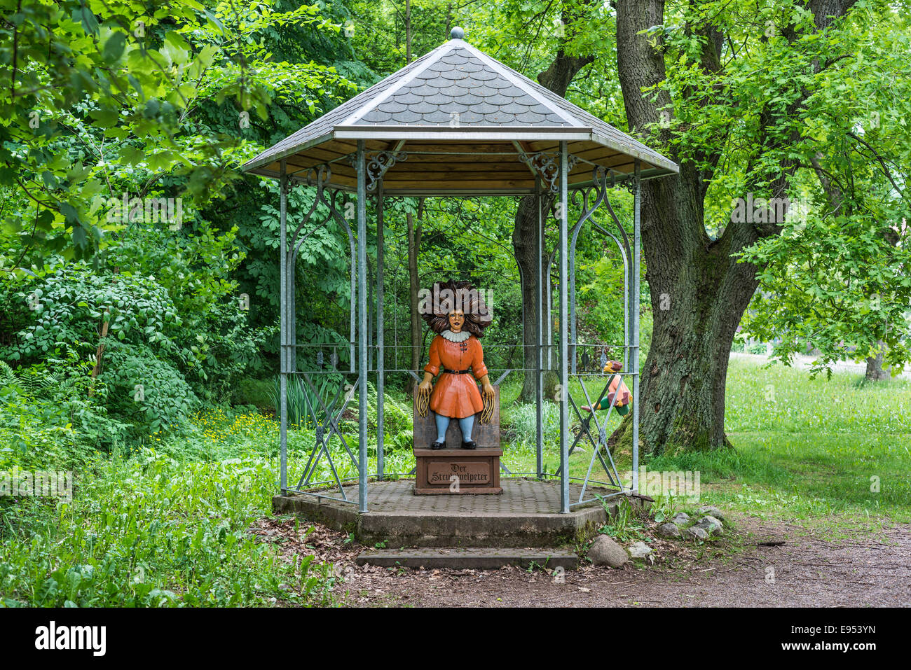Gazebo with the Title character from the 'Struwwelpeter' children's book by Heinrich Hoffmann, carved - Stock Image