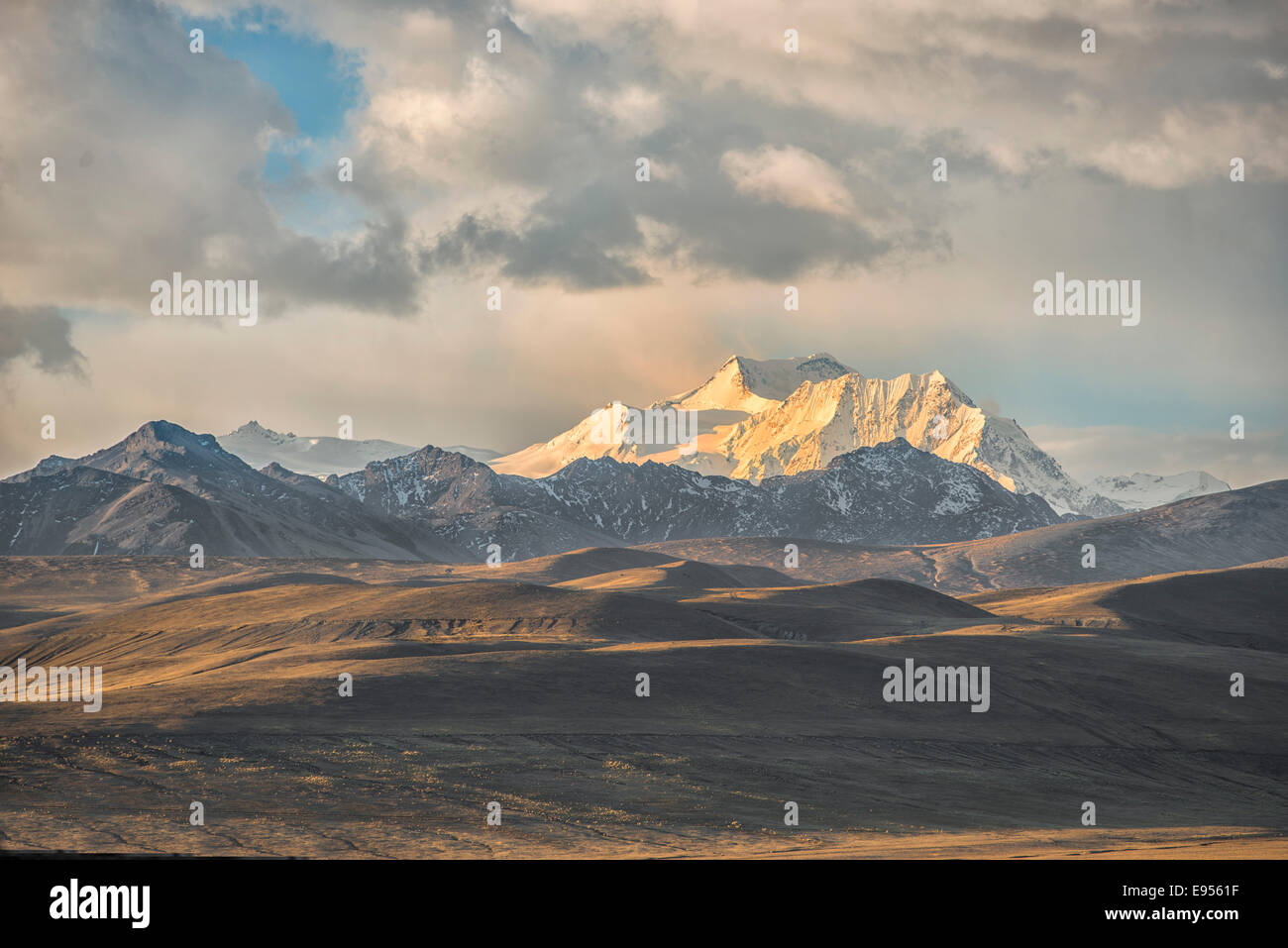 Cordillera Real at sunset, Bolivian plateau Altiplano, La Paz, Bolivia - Stock Image