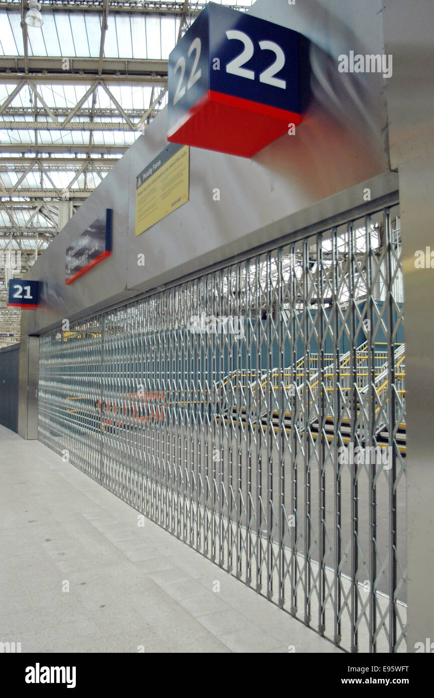 London, UK. 20th Oct, 2014. Platforms 21 & 22 at the old Eurostar Terminal at Waterloo station look ready to - Stock Image