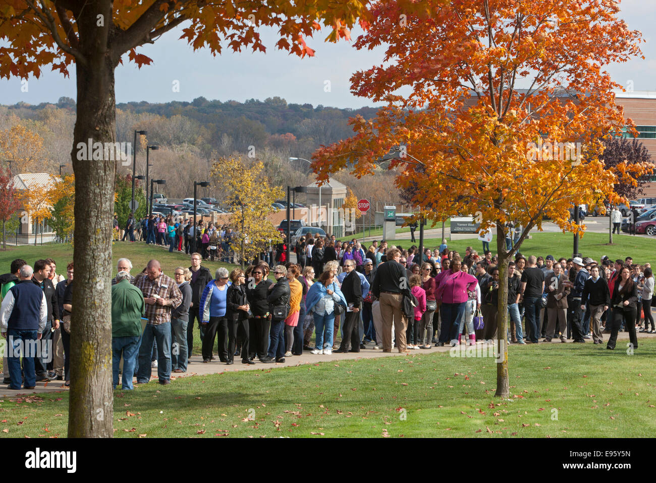 Rochester, Michigan - People wait in line to hear Hillary Rodham Clinton speak at a political rally. - Stock Image