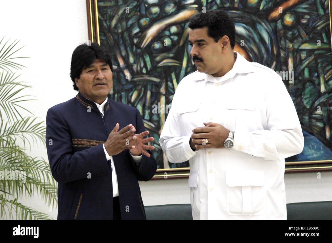 (141020) -- HAVANA, Oct. 20, 2014 (Xinhua) -- Bolivian President Evo Morales talks with his Venezuelan counterpart Stock Photo