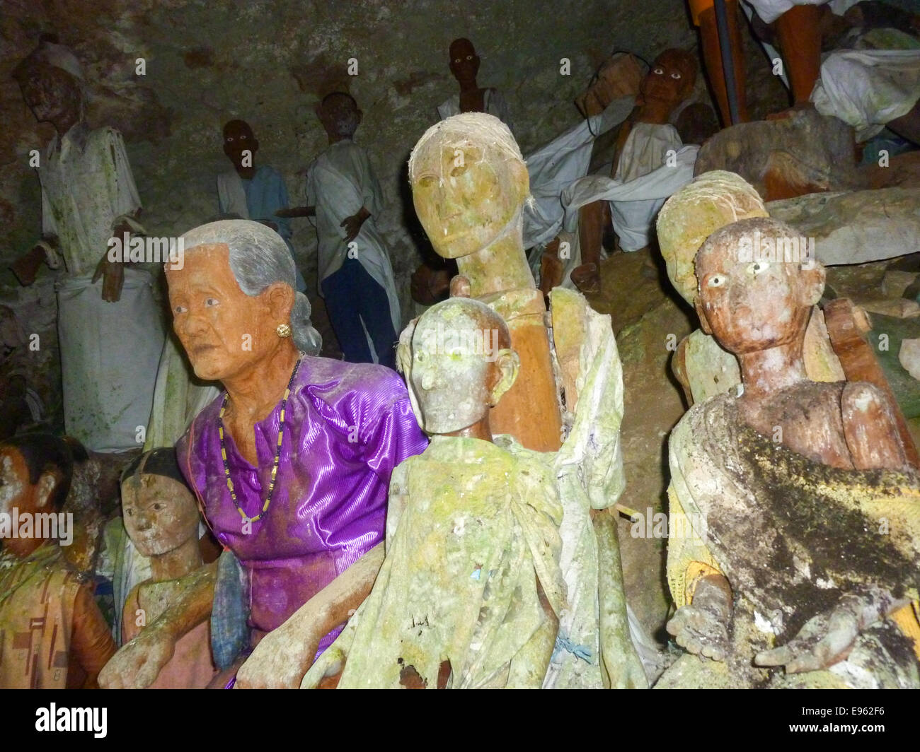 dolls at grave in kete kesu in sulawesi indonesia - Stock Image