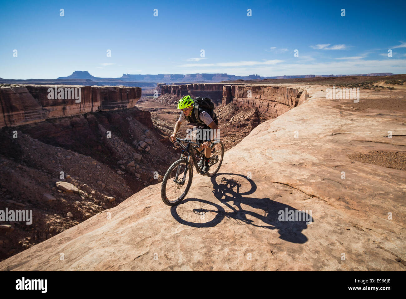Wes Shirey mountain biking on the White Rim trail, Canyonlands National Park, Moab, Utah. Stock Photo