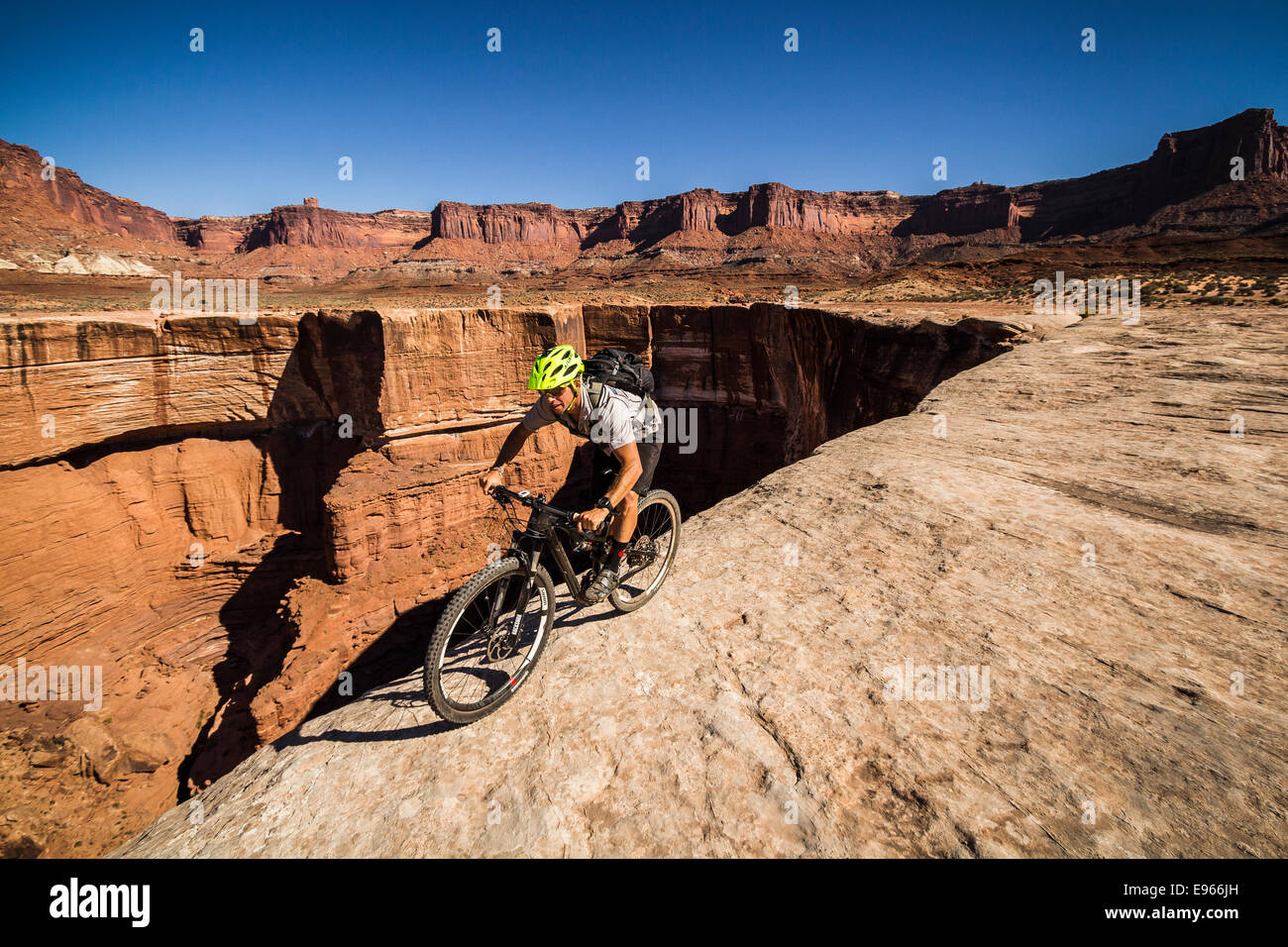 Wes Shirey mountain biking on the White Rim trail, Canyonlands National Park, Moab, Utah. Stock Photo