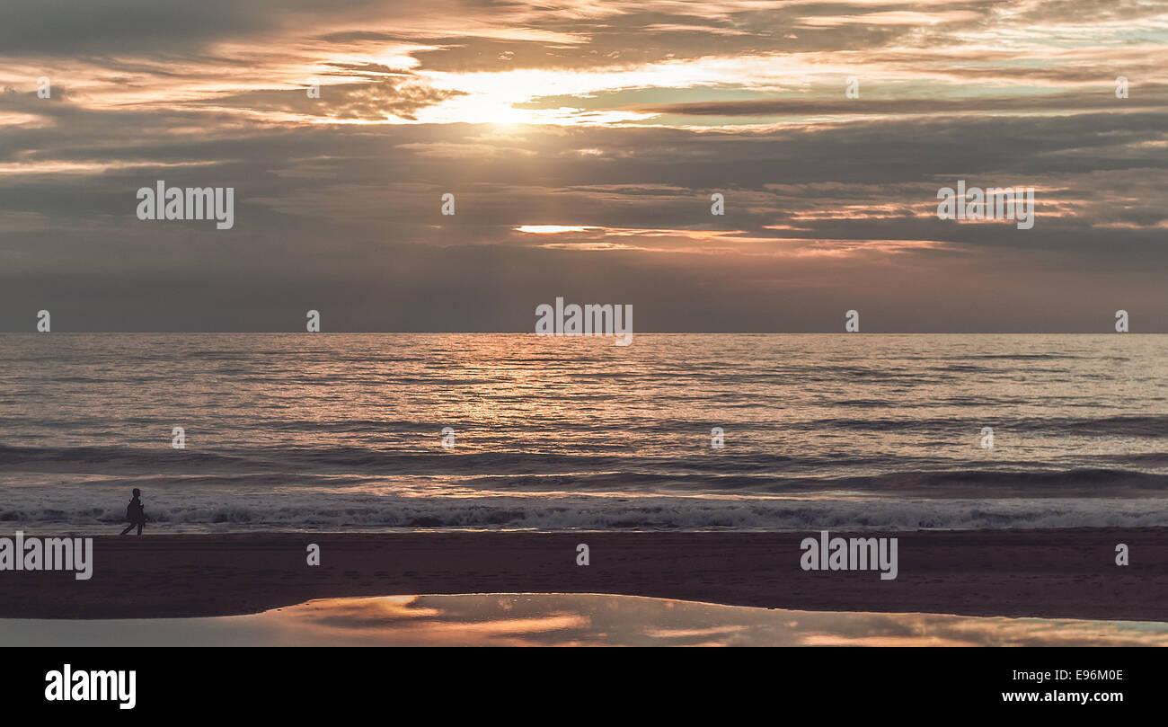 Beautiful sunset above the Atlantic Ocean - Stock Image