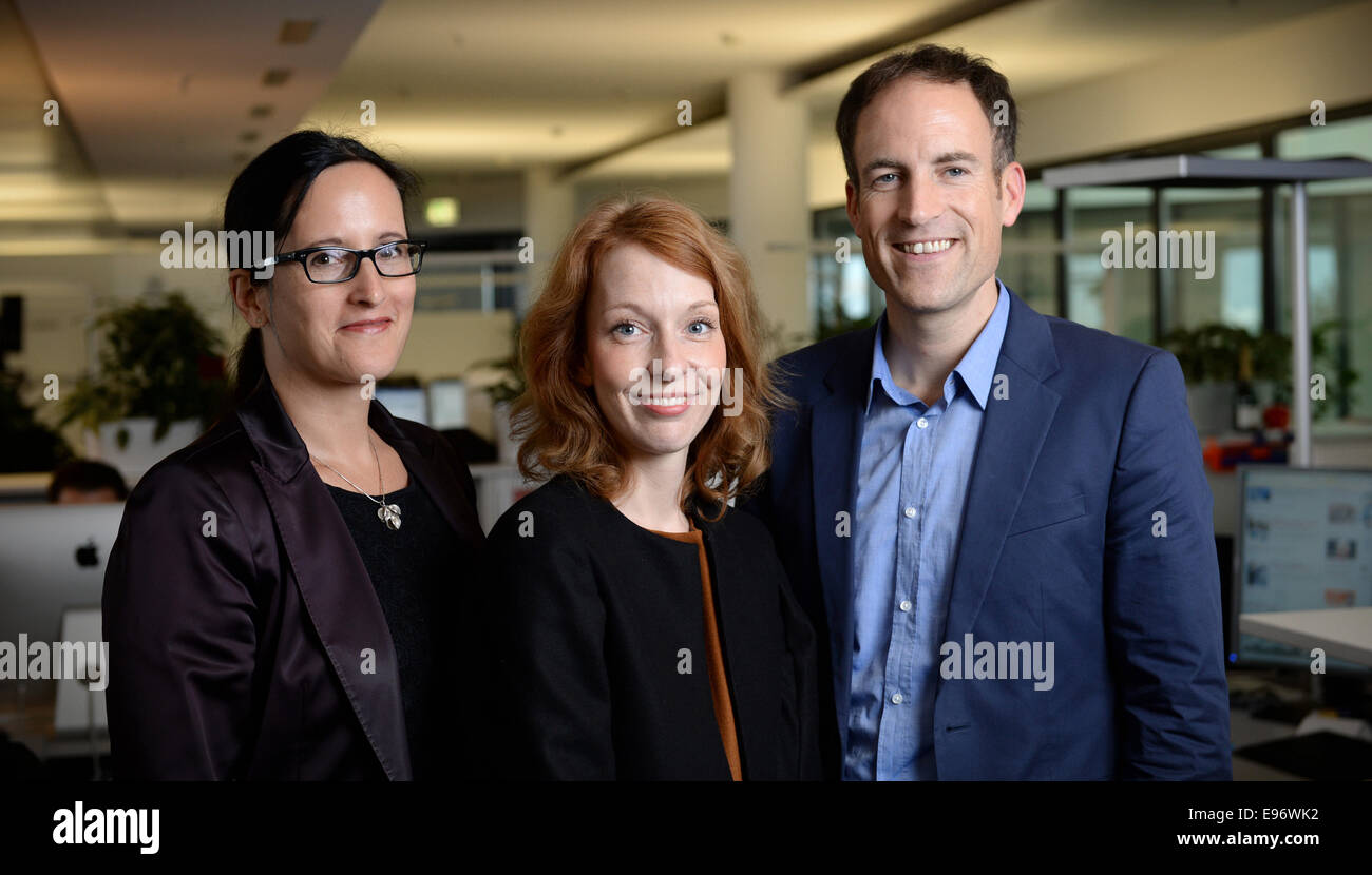 Spiegel Online director Katharina Borchert (L) and acting editors-in-chief Barbara Hans (C) and Florian Harms at - Stock Image