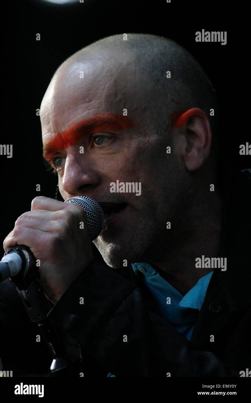 Michael Stipe of 'REM',  T In The Park music festival, Balado, Scotland, 2003. - Stock Image
