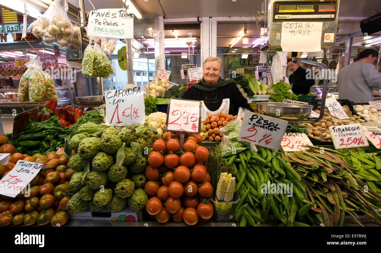 A greengrocery store at the famous Mercado Central, central food market,  in the center of Valencia - Stock Image