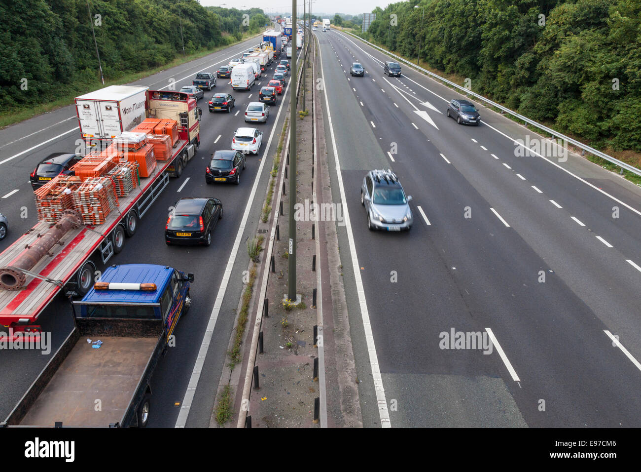 Southbound traffic stopped and queueing on the M1 motorway with the northbound carriageway clear. Nottinghamshire - Stock Image