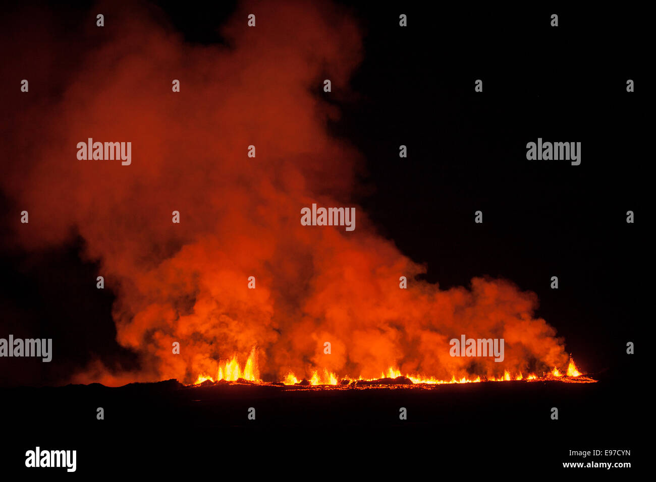 wide view at night of the 2014 eruption in Iceland - Stock Image