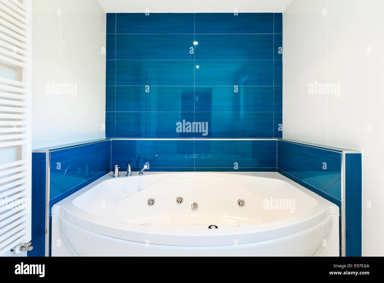 Empty Hot Tub Stock Photos & Empty Hot Tub Stock Images - Alamy