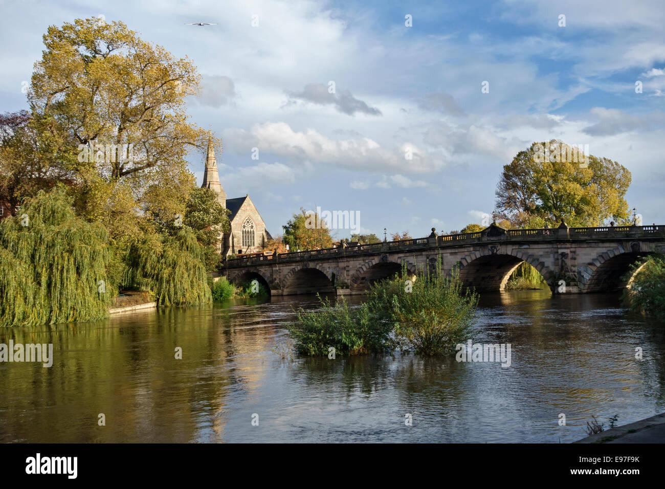 English Bridge over the River Severn, Shrewsbury, Shropshire, UK. The United Reformed Church (URC) is on the left - Stock Image