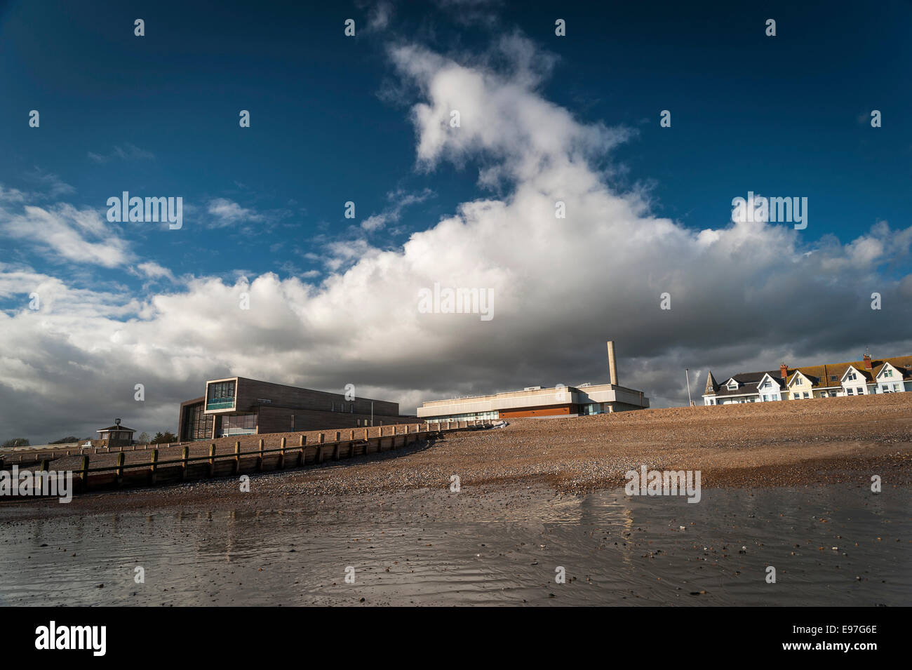Splashpoint Pool and the redundant Aquarena on Worthing seafront. - Stock Image