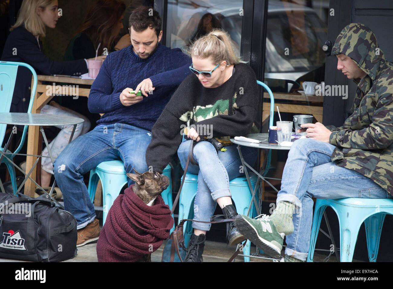 Franze & Evans trendy cafe Shoreditch sunday brunch - Stock Image