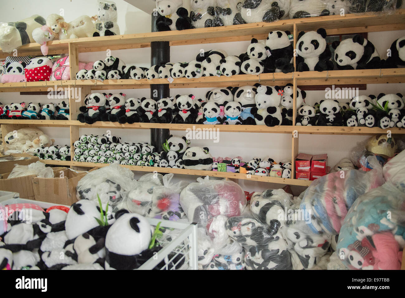 Panda toys and memorabilia for sale in Ya'an, Sichuan, China. (Photo by Ami Vitale) - Stock Image