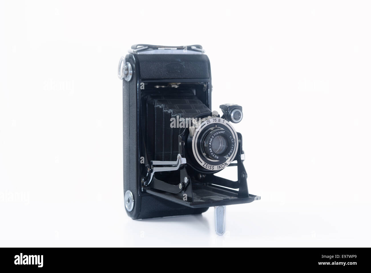 Zeiss Ikon Nettar 1930's bellows camera. Cut out - Stock Image