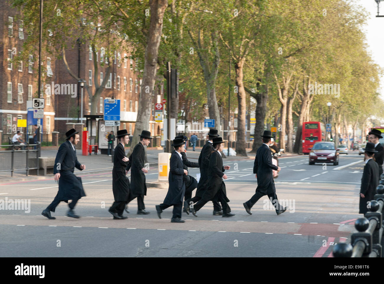 Orthodox Jews crossing the road in Stamford Hill, Hackney, London, England, UK - Stock Image