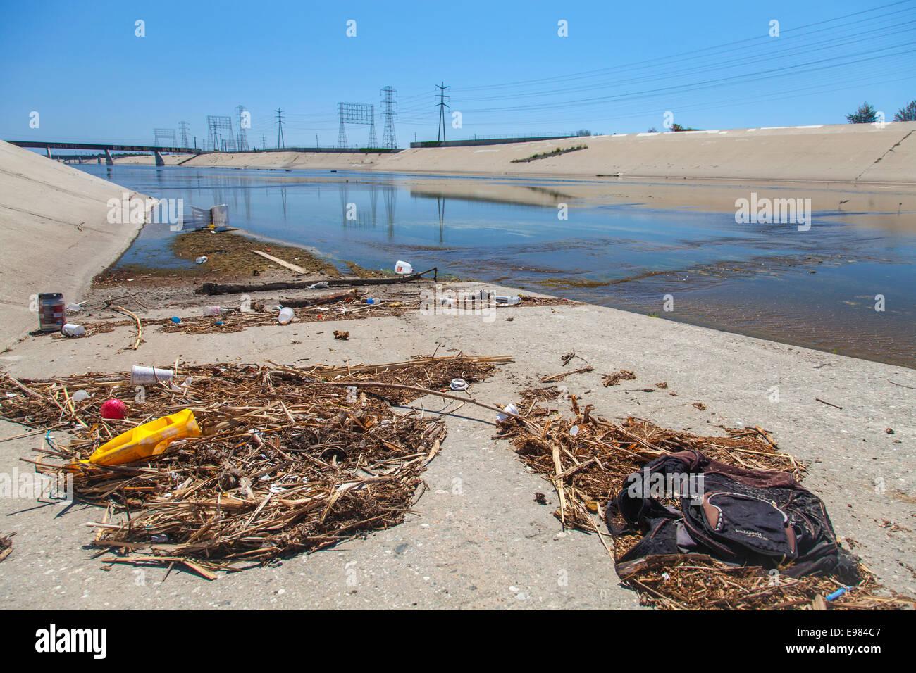 Trash along the banks of Los Angeles River, Long Beach, California, USA - Stock Image
