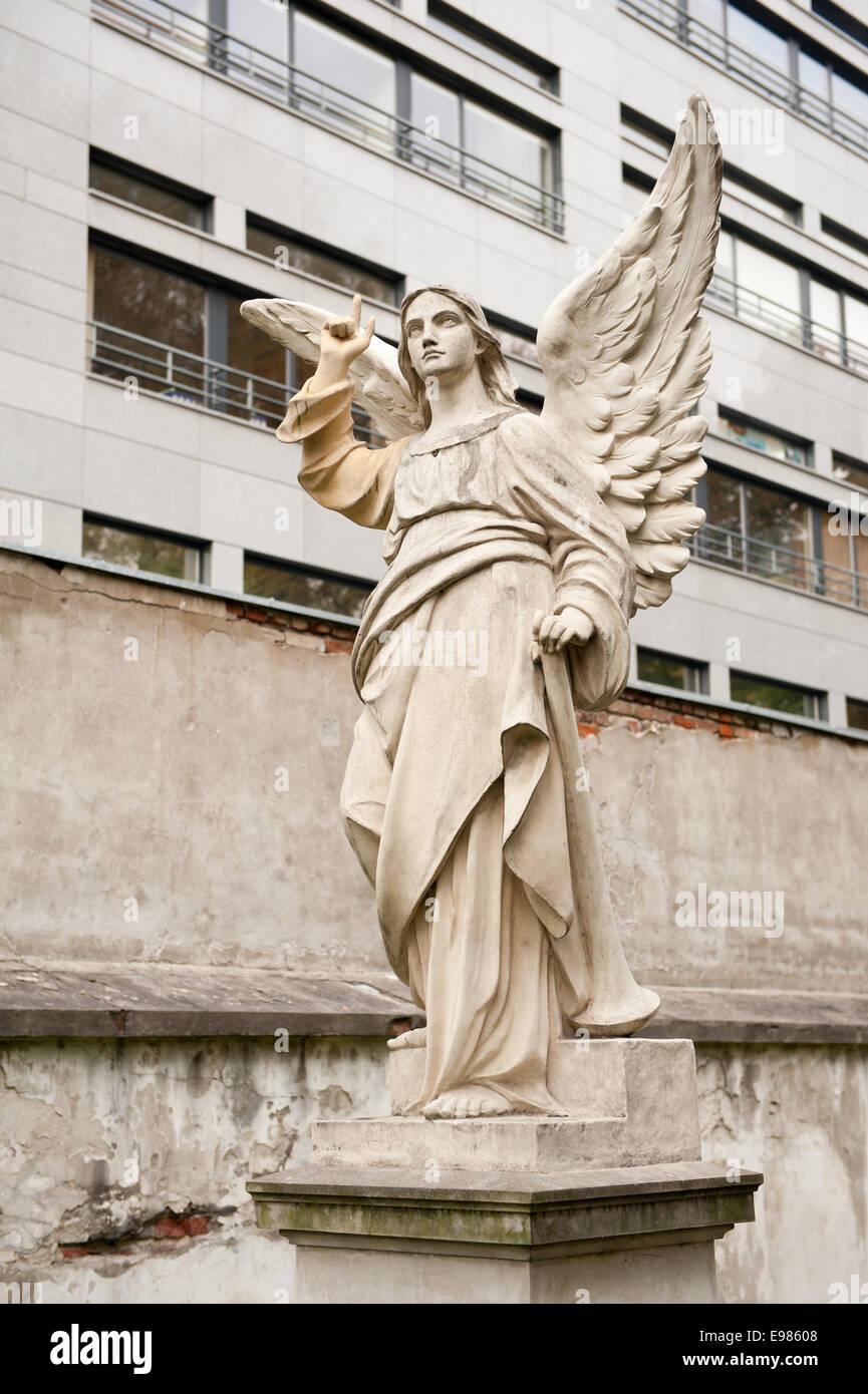 Pensive angel monument stonework - Stock Image