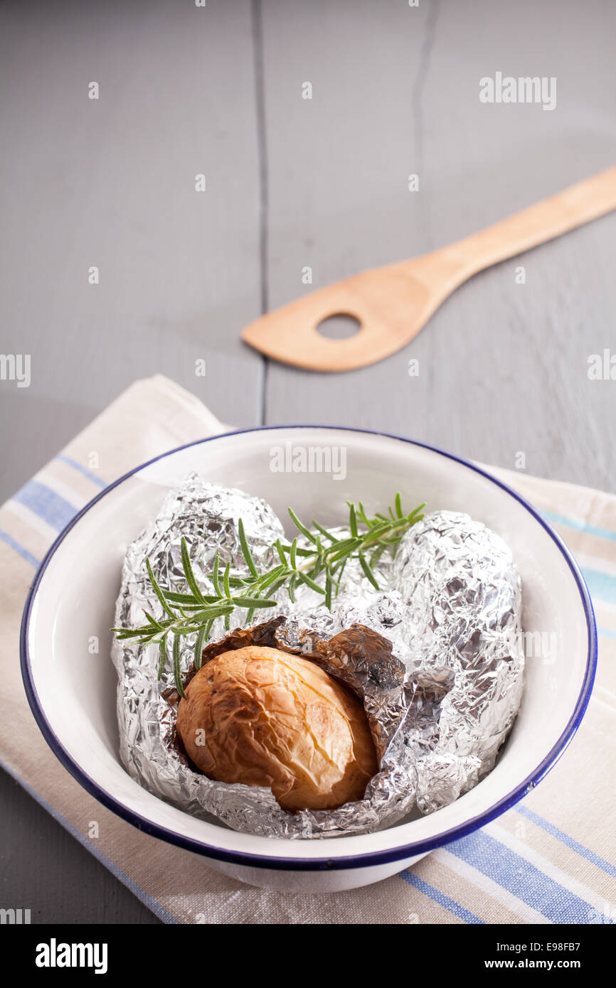 how to cook jacket potatoes in foil