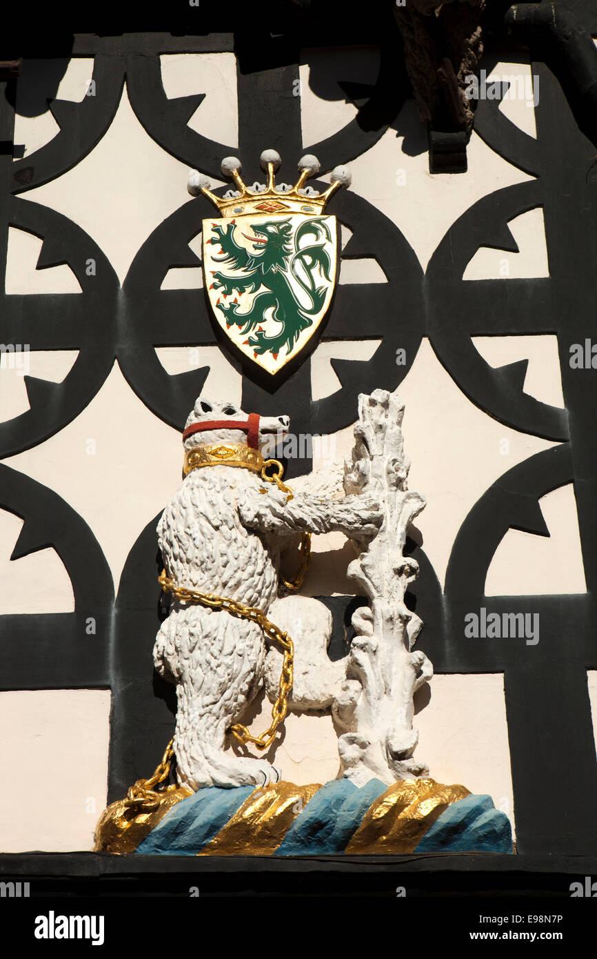 UK, England, Warwickshire, Warwick, Lord Leycester Hospital, bear and ragged staff heraldic figure - Stock Image