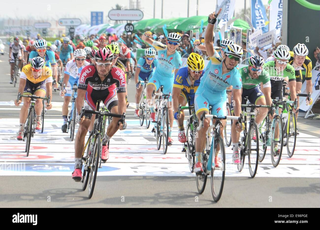 Hainan, China's Hainan Province. 22nd Oct, 2014. Arman Kamyshev (front R) of the Astana pro team-KAZ celebrates - Stock Image