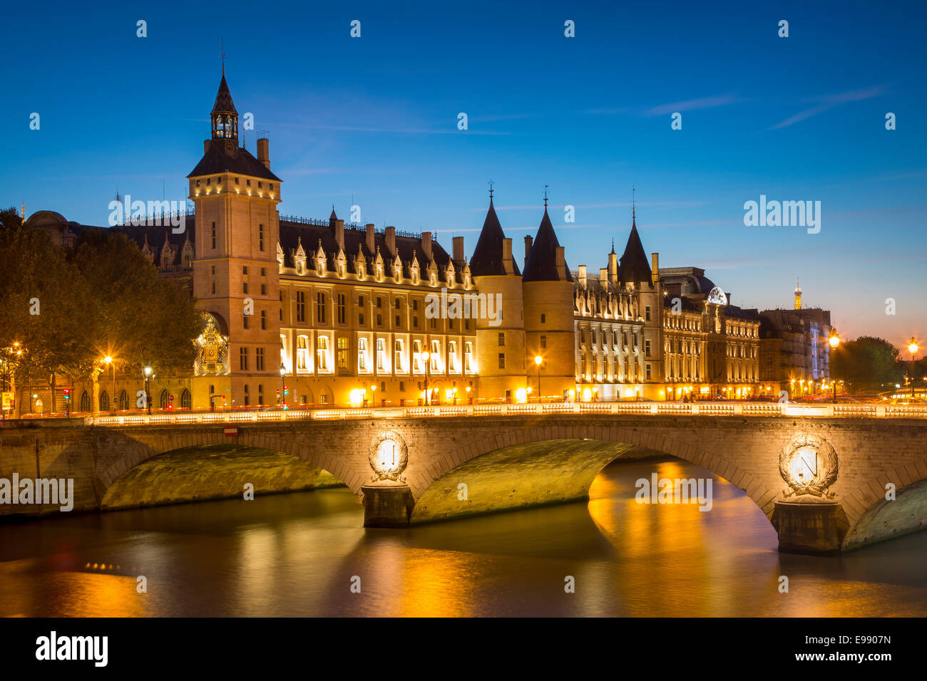 Twilight over the Conciergerie and Pont au Change along the River Seine, Paris France - Stock Image