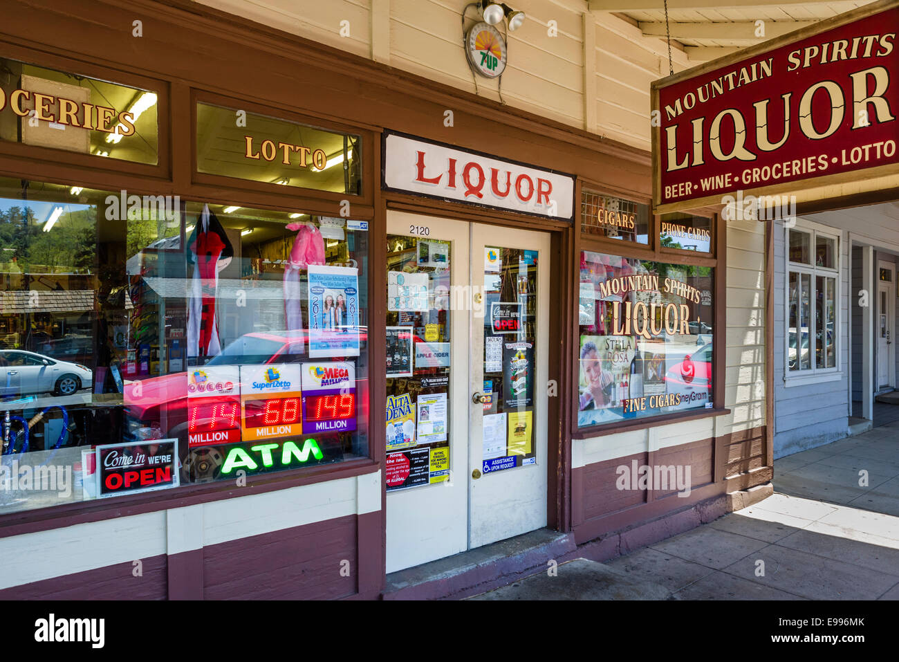 Traditional liquor store on Main Street in the historic old town of Julian, San Diego County, California, USA - Stock Image