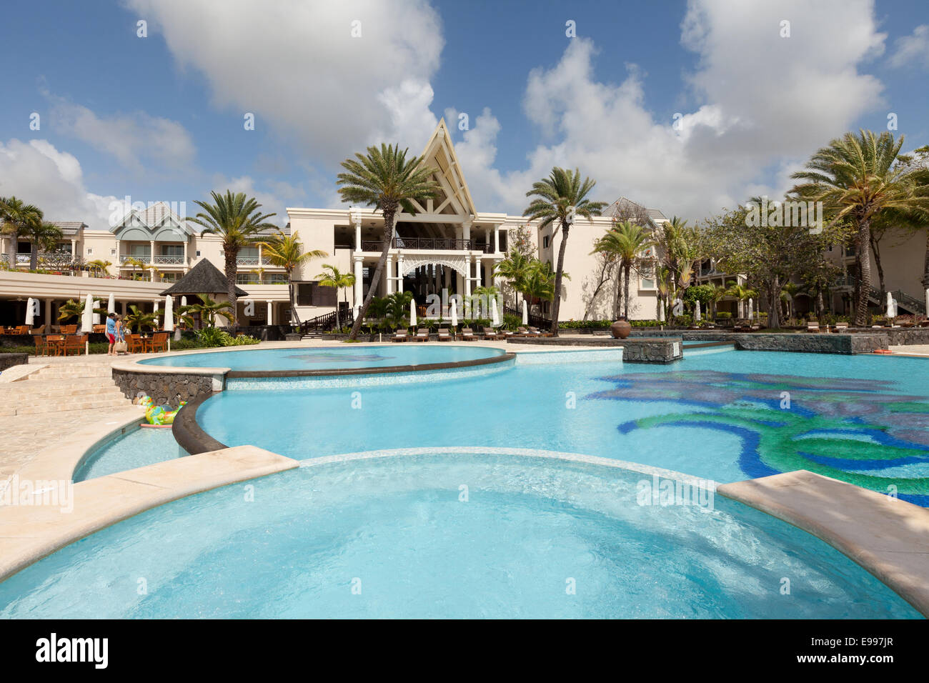 The luxury 5 star Residence Hotel and its swimming pool, Belle Mare, Mauritius - Stock Image