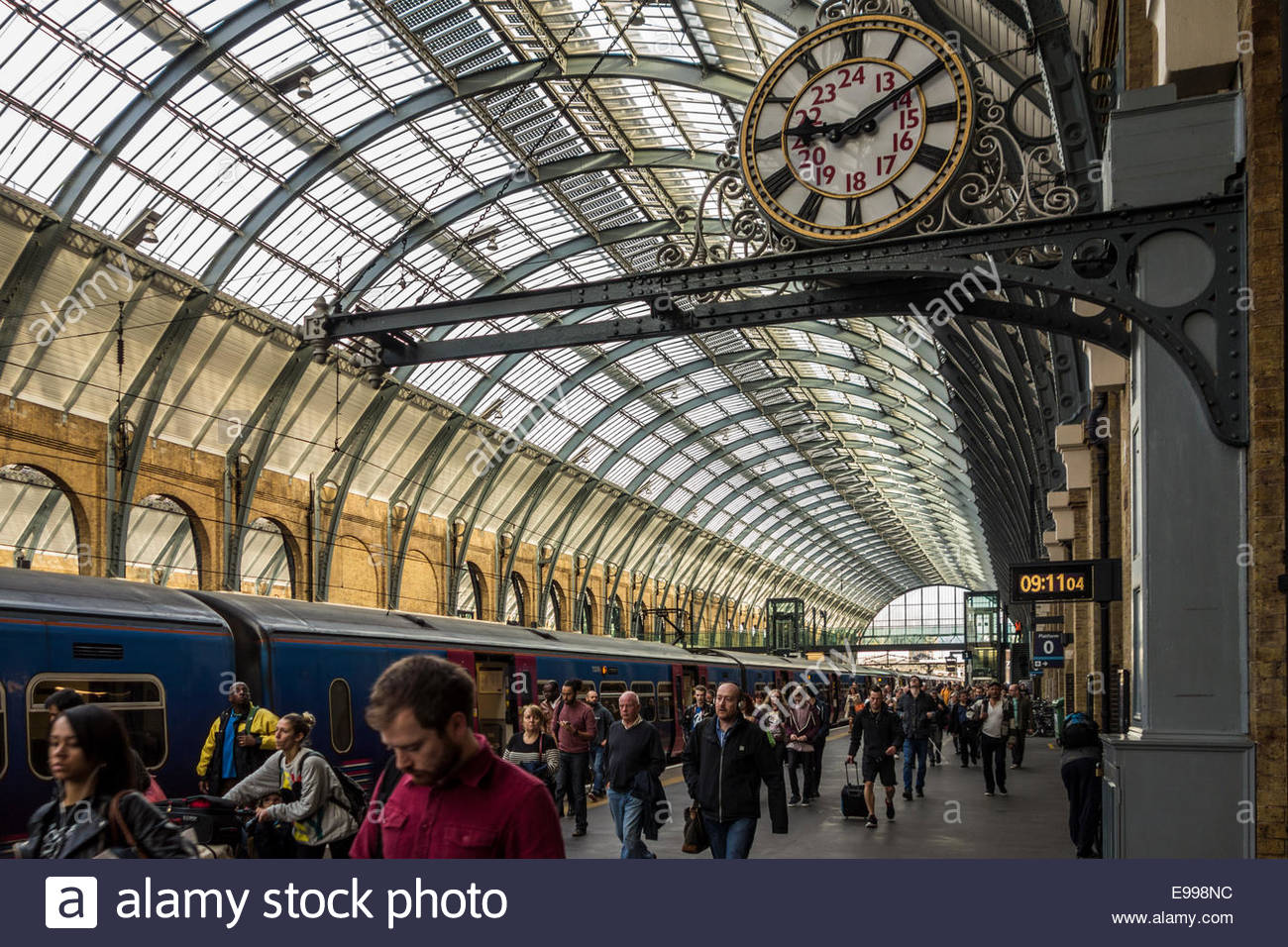 Passengers leave the train at Kings Cross railway station, London, England - Stock Image