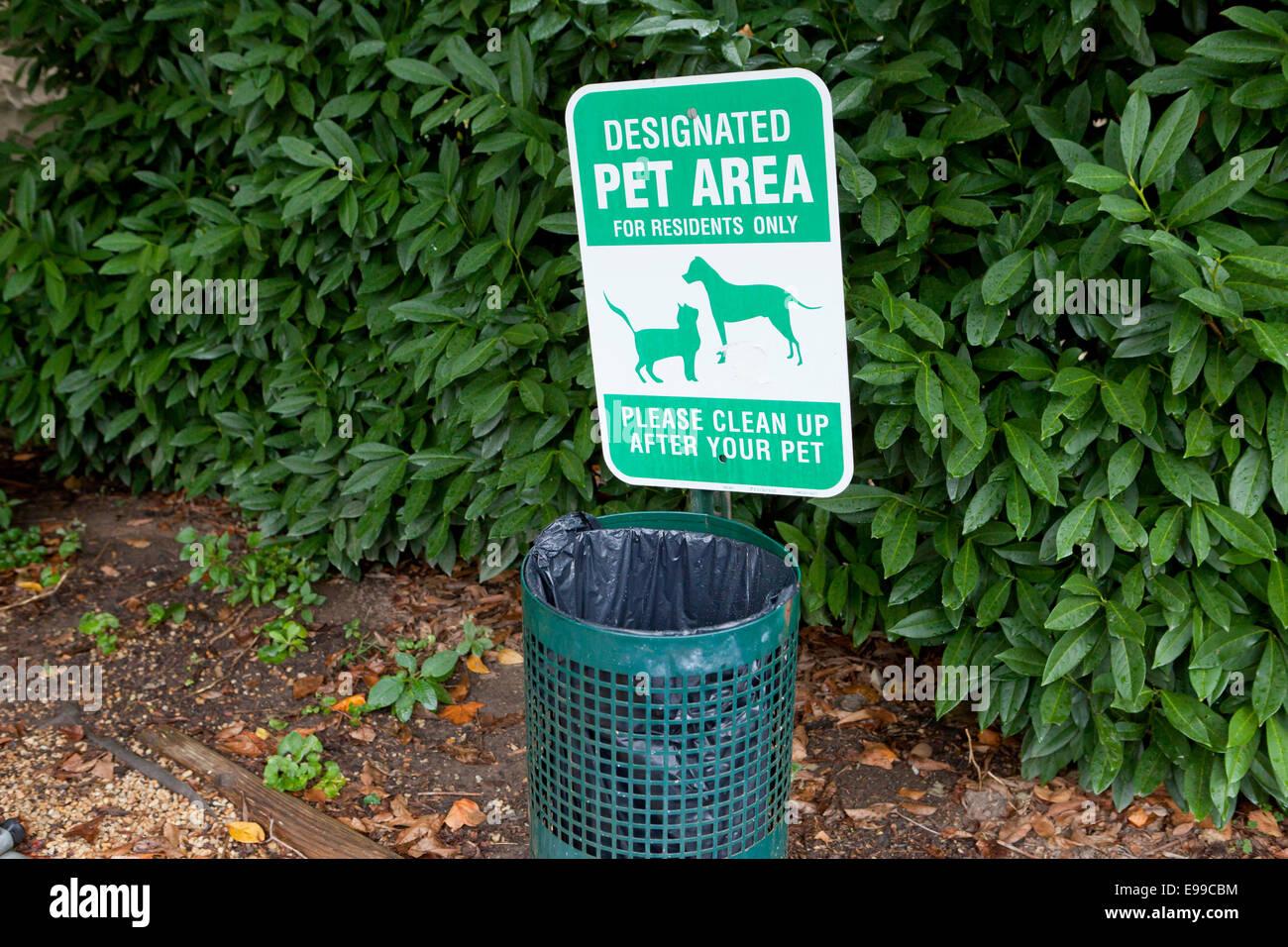 Designated pet area sign - USA - Stock Image