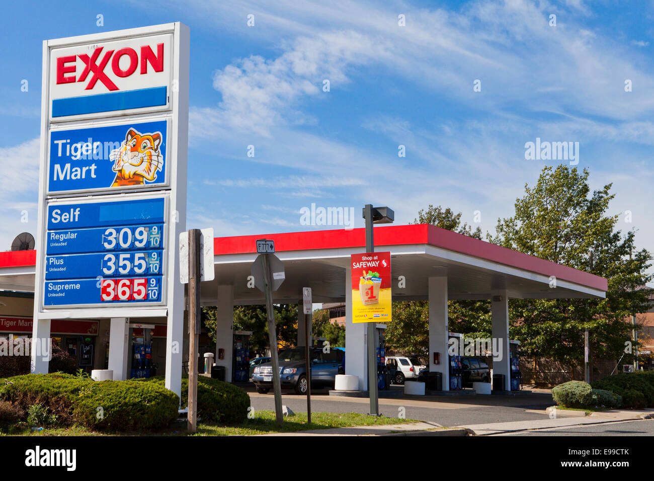 Exxon Gas Station Usa Stock Photo 74581043 Alamy