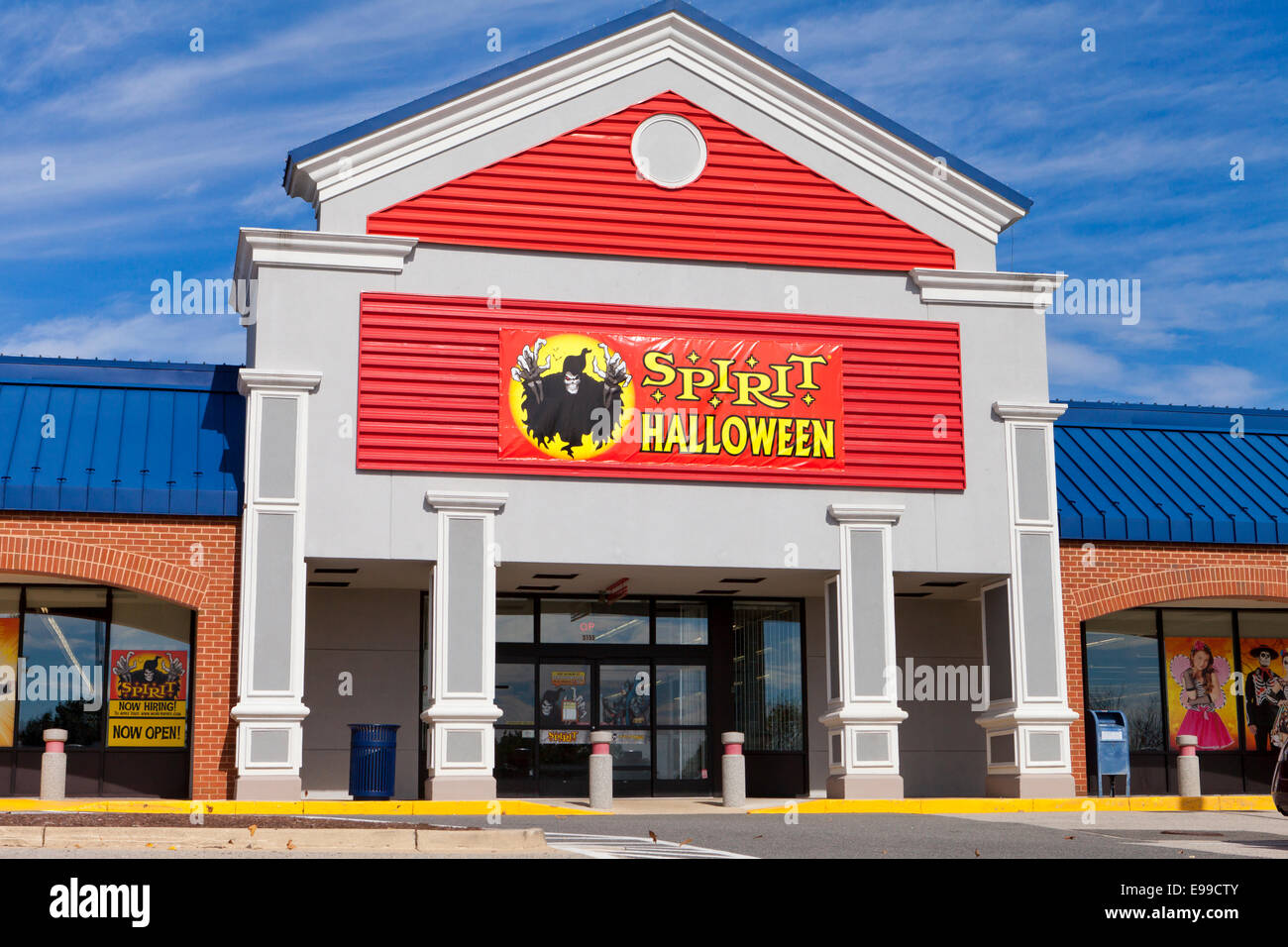 halloween store stock photos & halloween store stock images - alamy