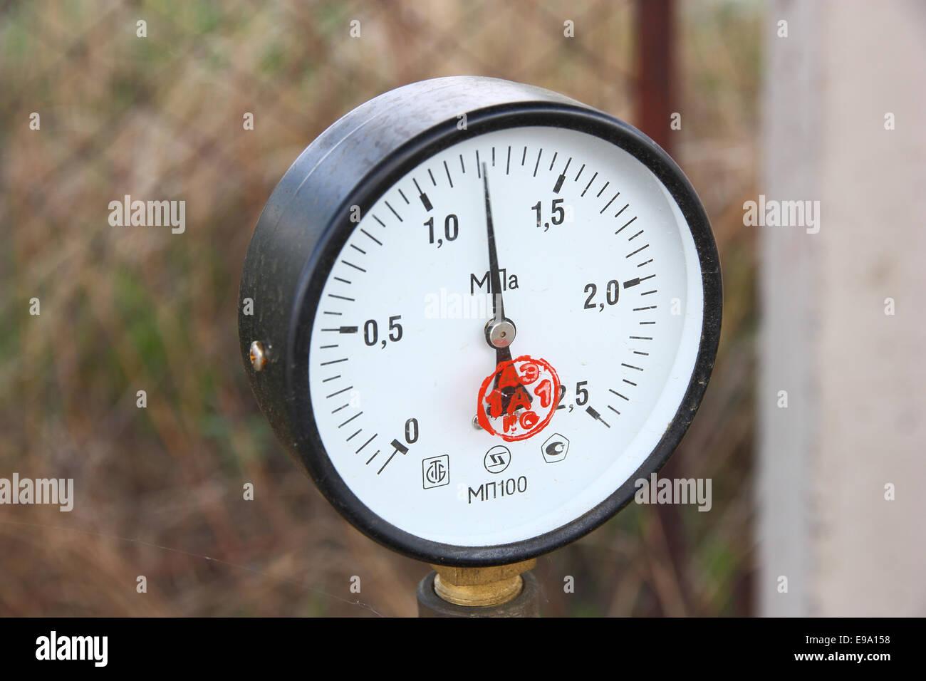 Gas manometer gauge with a black arrow - Stock Image