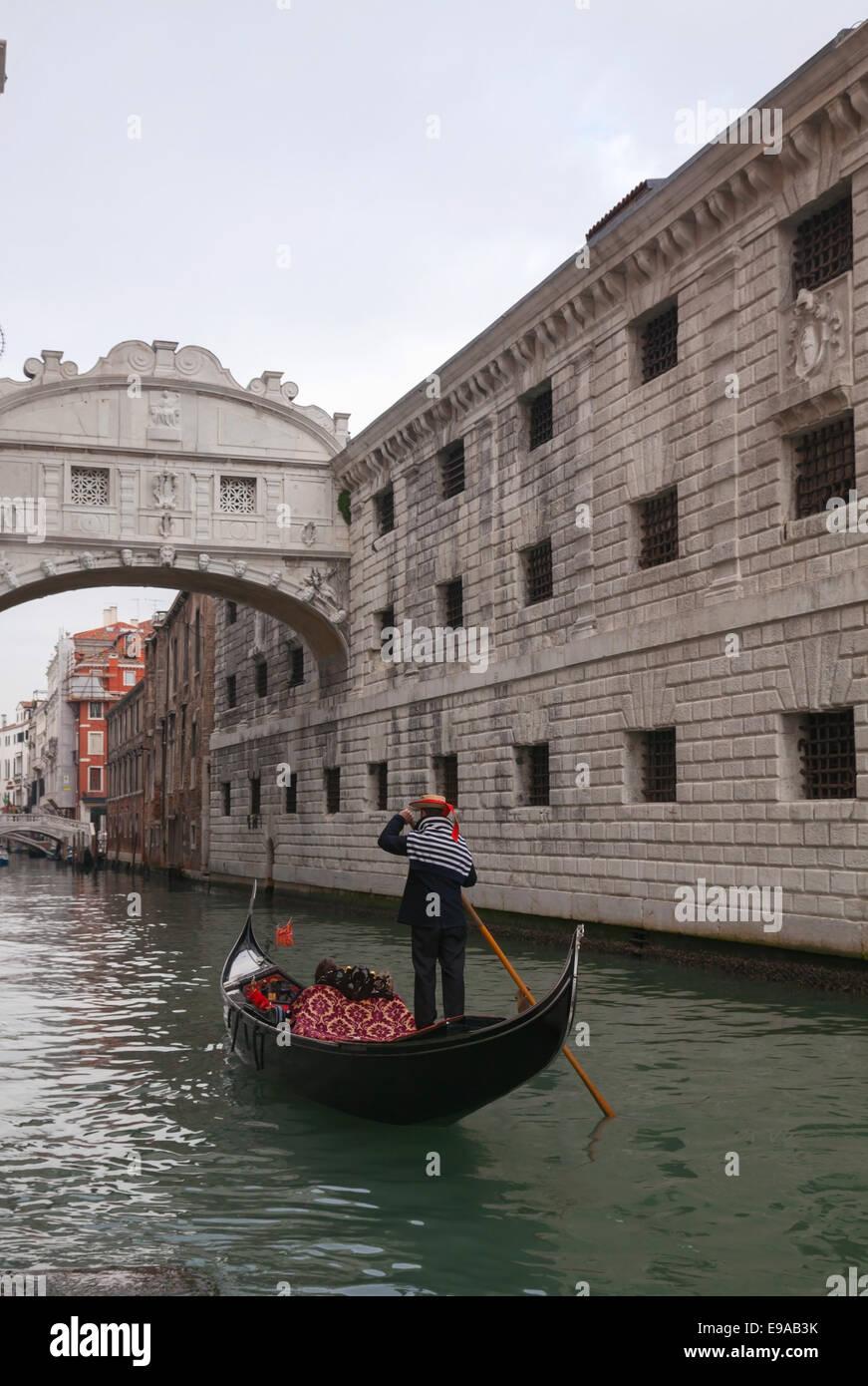 Gondolier under the Bridge of Sighs - Stock Image