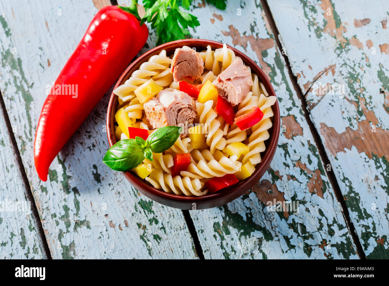 Pasta salad with tuna and pepper - Stock Image