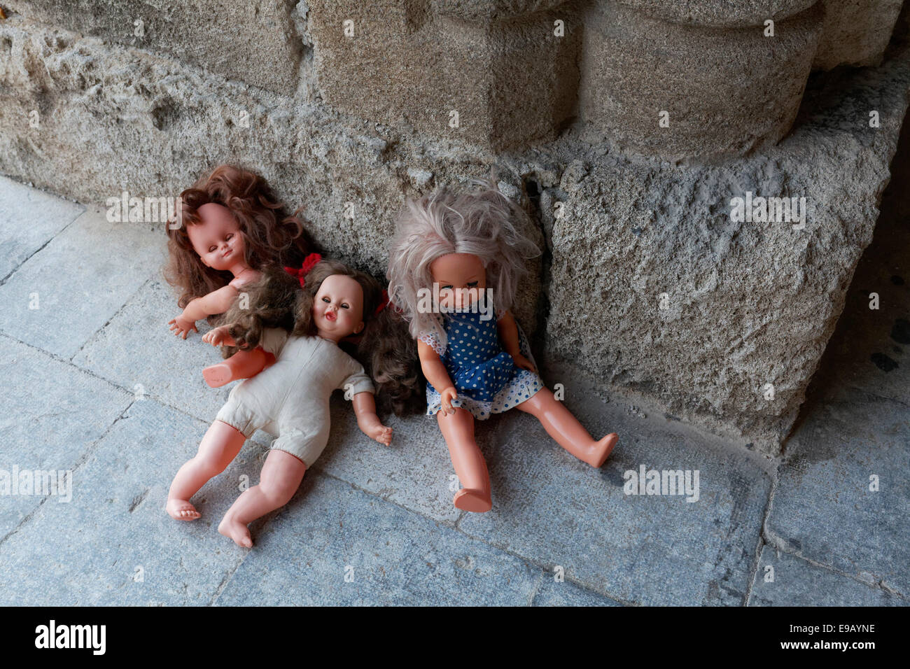 Three forgotten children's dolls beside a medieval column, Knight Street or Odós Hippotón, historic - Stock Image