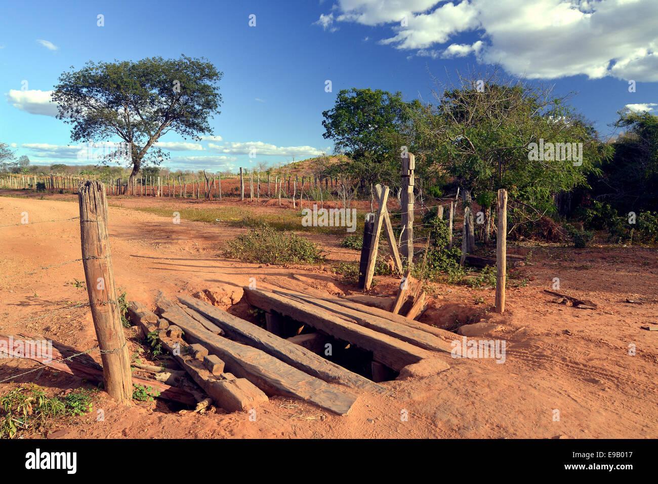 Primitive bridge of an earth road, Chapada Diamantina, State of Bahia, Brazil - Stock Image