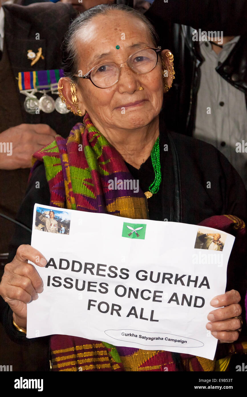 Westminster, London, October 23rd 2014. Scores of retired Gurkhas demonstrate outside Downing Street, for pensions - Stock Image