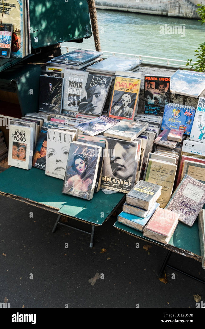 stall of a so called bouquiniste_ antiquarian bookseller along the banks of river seine, paris, ile de france, france - Stock Image