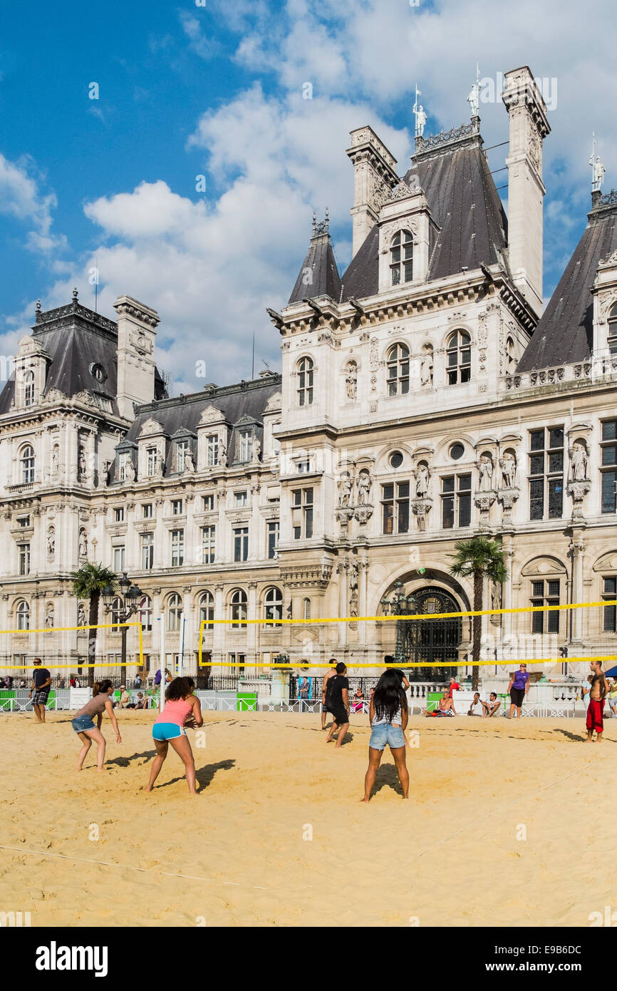 people playing volleyball on a artificial urban beach in front of the paris city hall within the so-called paris - Stock Image