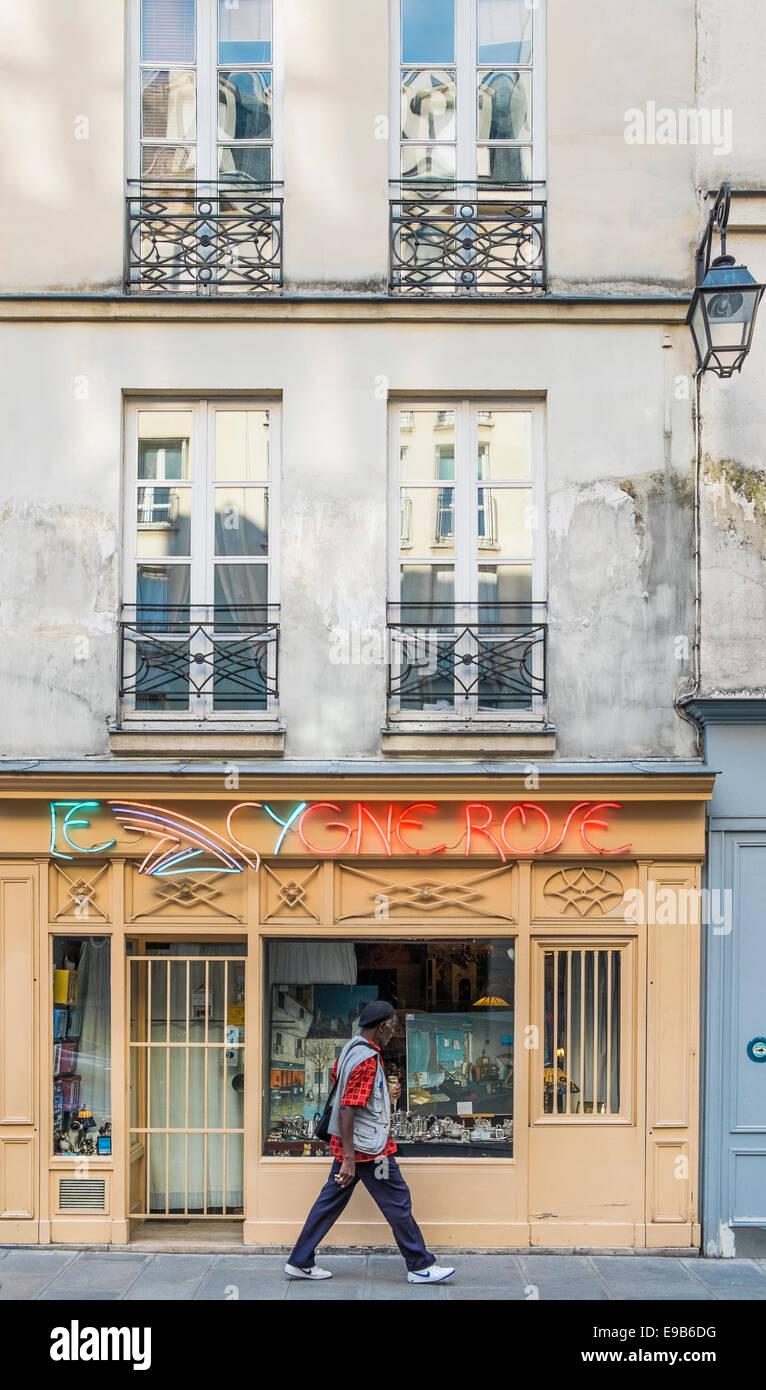 antique shop _le cygne rose_, rue saint paul, marais district,  paris, ile de france, france - Stock Image